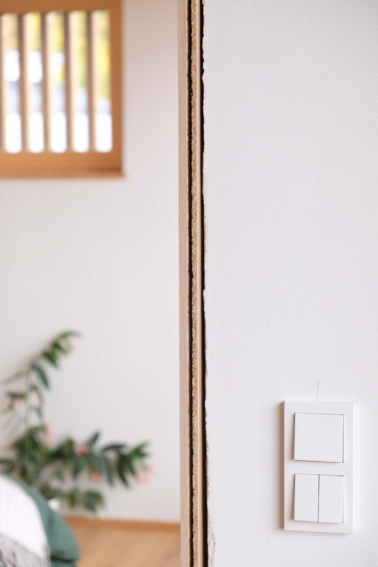 Einbau Innentür Schlafzimmer. Verbauen der Innentüren ohne Schadstoffe, mit Leim.
