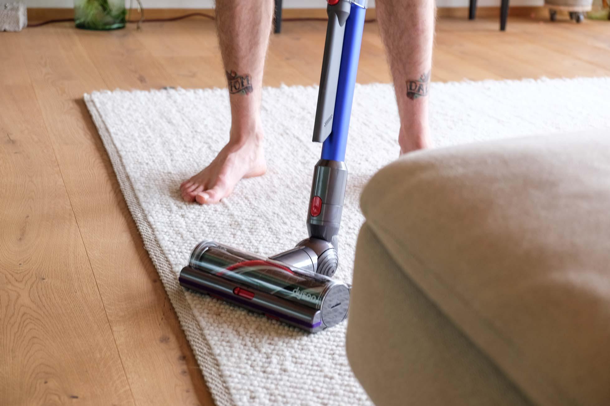 Teppich saugen im Ökohaus