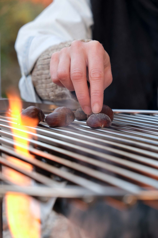 Maroni essen Feuerschale